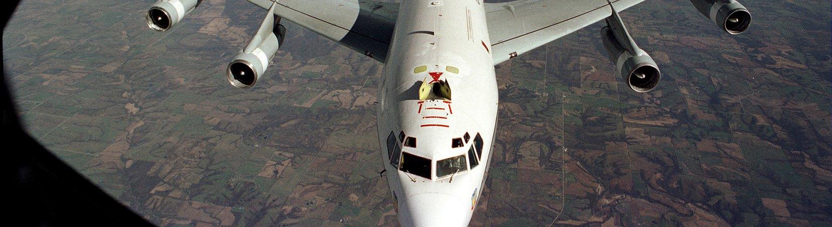 Dos aviones de combate chinos interceptan un avión militar de EE. UU.