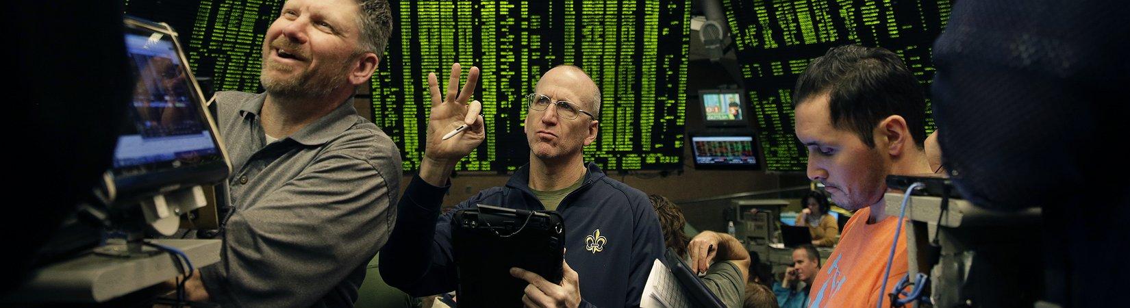 На бирже CBOE закрылись первые фьючерсы на биткоин