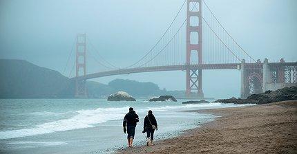 ФОТО: Пара мигрантов купила улицу самых богатых политиков Калифорнии
