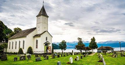 От церкви до мужского клуба: 8 самых необычных мест, где принимают биткоины