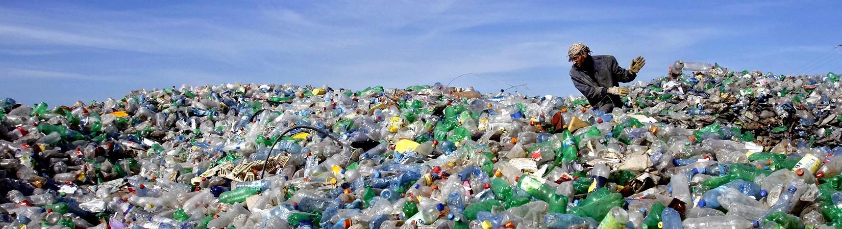 Mundo produziu montanha de plástico do tamanho do Everest desde 1950