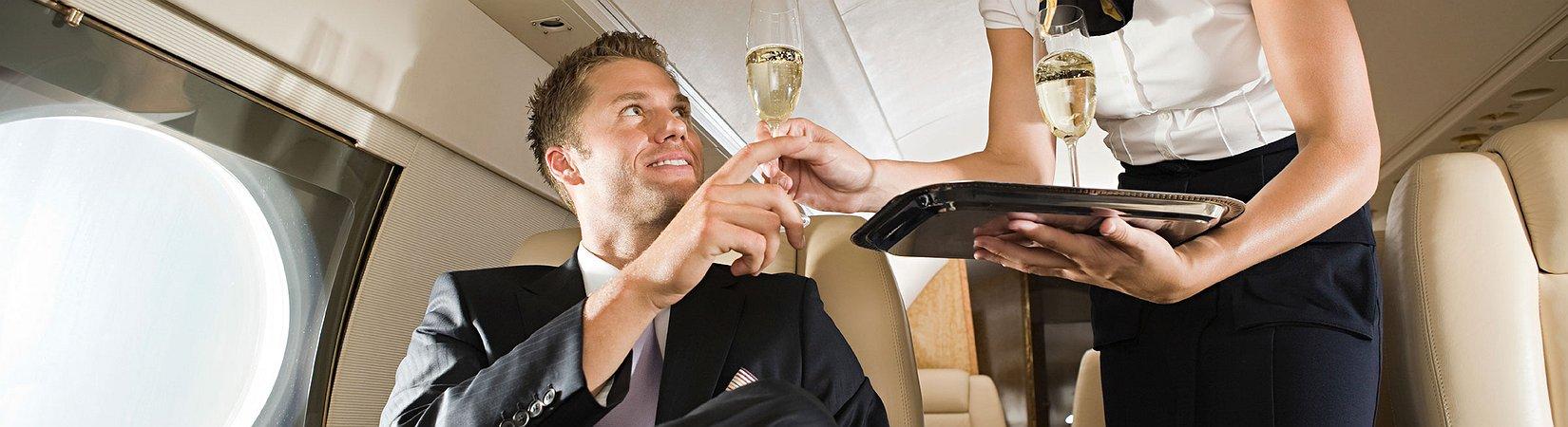 8 regole per viaggiare in aereo come un vero gentiluomo