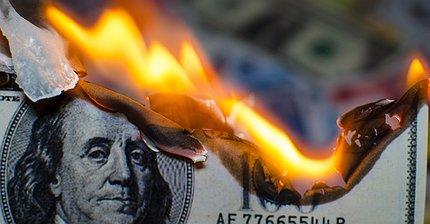 Курс доллара упал до минимума с 2015 года