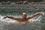 مسبح، بيض السمان ولا كحول.. يوم واحد مع الرئيس بوتين
