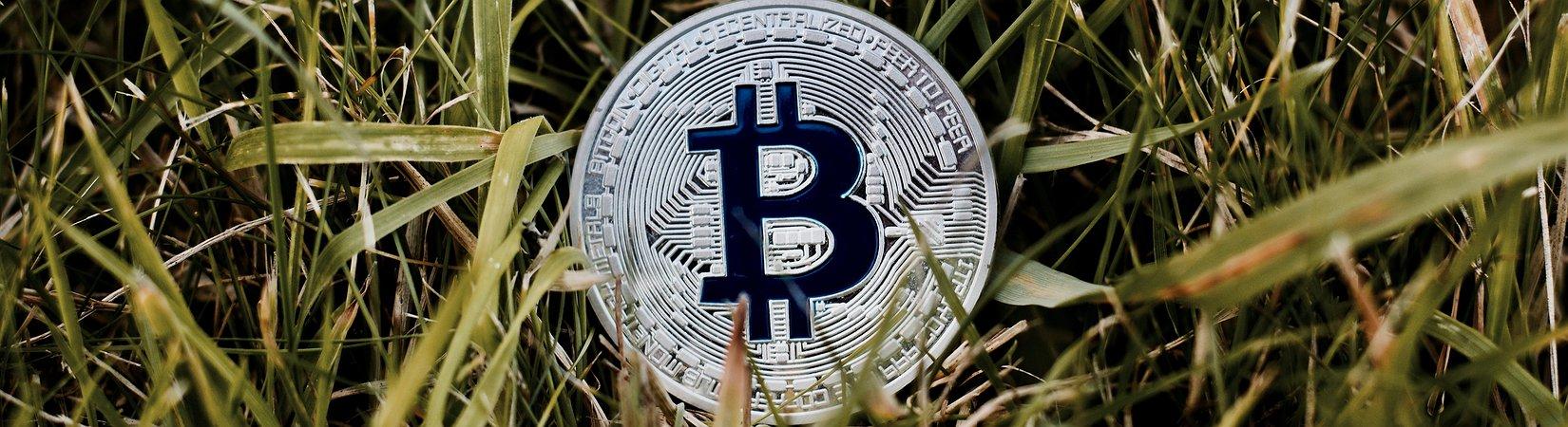 Как биткоин превращается из актива в валюту