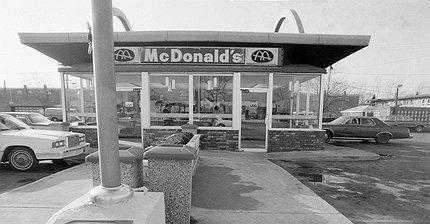 Первому McDonald's исполнилось 77 лет: С чего всё начиналось