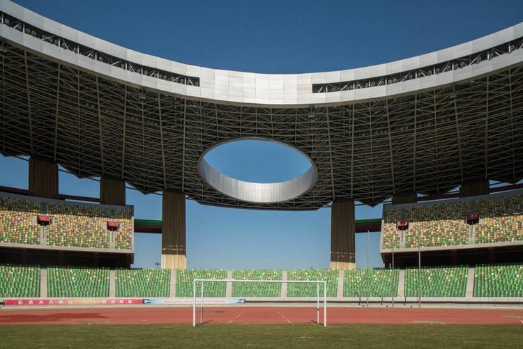 Пустой стадион Ордоса