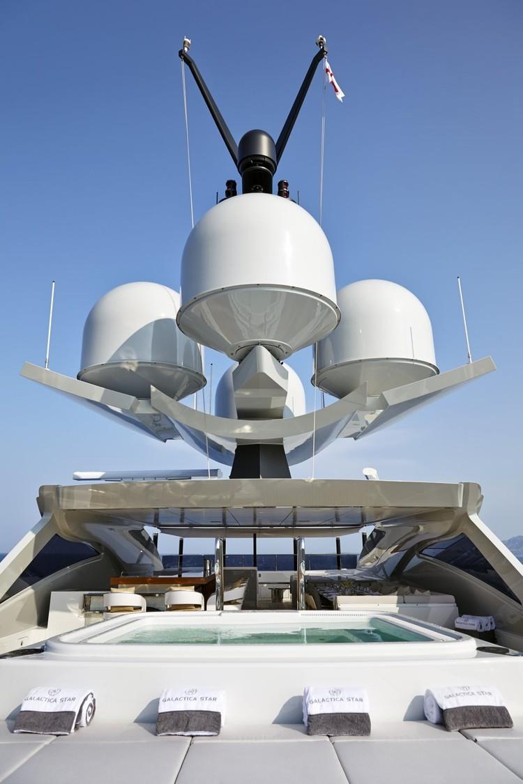 Il re degli yacht stile di vita for Il canotto a bordo degli yacht