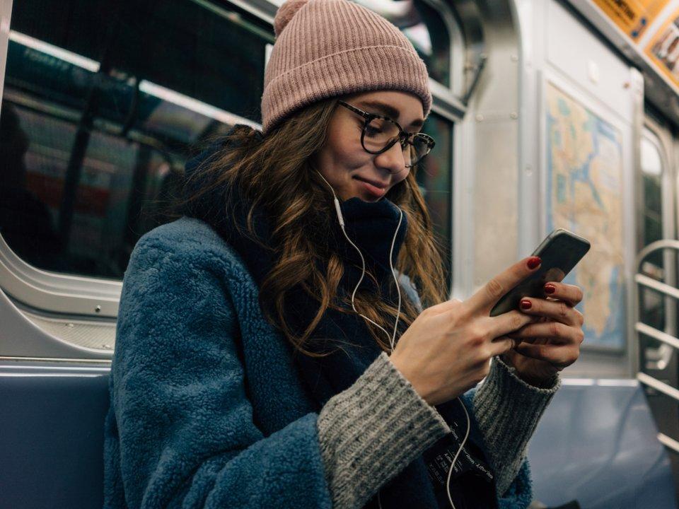 занятая слушать