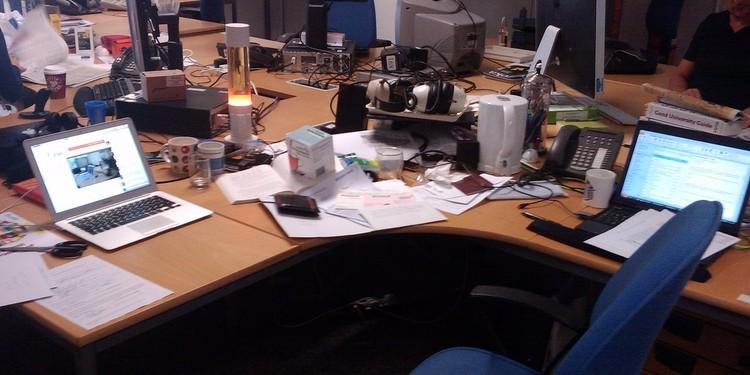 19 segnali che il tuo capo sta per lasciare stile di for Ascensore sotto la scrivania