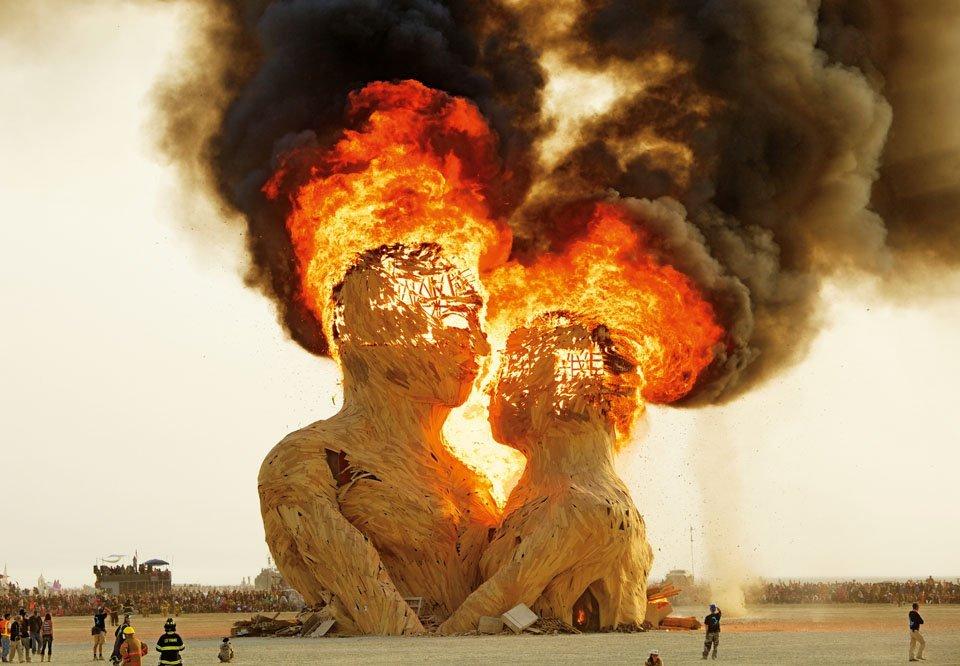 ню фото с горящего человека