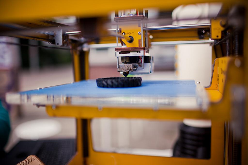 Массовое производство по сравнению с 3D-печатью